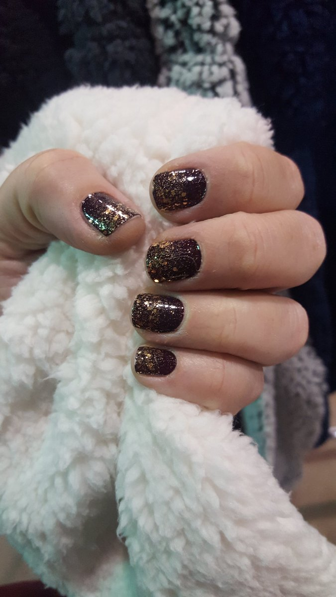 Best in show #colorstreet #sherpa #volleyball #beyou #becolorful #nailedit #nailfie #nessasnails #nails #notd