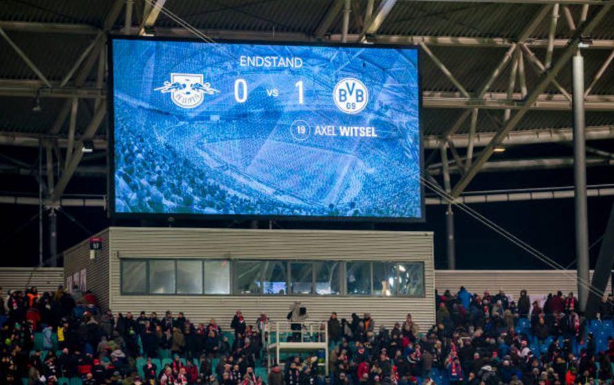 1ère défaite à domicile cette saison pour #RBLeipzig . Ainsi, il n'y a plus que 2 équipes invaincues à la maison : #Dortmund (8 victoires, 1 nul) et #Gladbach (8 victoires en 8 matches). Qui restera la dernière équipe ?