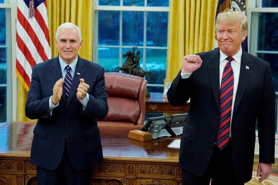 """Donald Trump tente de sortir de l'impasse du """"Shutdown"""" mais veut toujours ériger le mur https://www.parismatch.com/Actu/International/Donald-Trump-tente-de-sortir-de-l-impasse-du-Shutdown-mais-veut-toujours-eriger-le-mur-1600541#utm_term=Autofeed&utm_medium=Social&xtor=CS2-14&utm_source=Twitter&Echobox=1547939030…"""