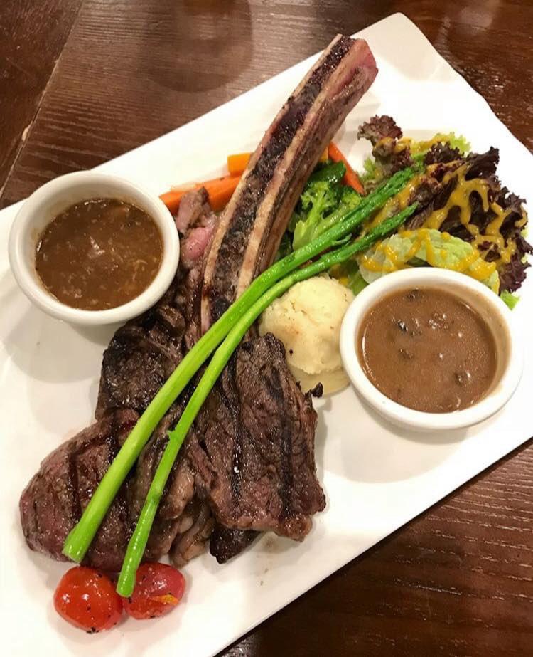 Yang ditunggu-tunggu sudah dibuka! Siapa je tak tahu, Me'nate Steak Hub ni terkenal dgn menu steak yg pelbagai! . 🍽Me'nate Johor Bahru 📍No. 113 & 115, Jln Glasiar, Tmn Tasek, 80200 Johor Bahru ⏰11:00 AM - 12:00 PM  ⏰3:00 PM - 12:00 (Jumaat)  📞 019-261 1047 . #maQanJohor