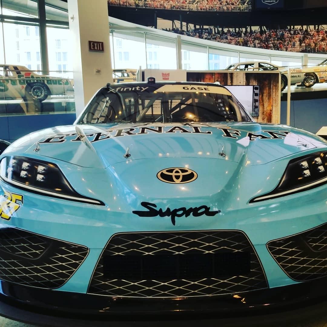 Who needs a ride? (photo: @nascarhall) #repost #NC #charlotte #nascarhalloffame #racing #cars #NASCAR #takingaride #halloffame #fanofcars #historynascar  #bluecar #exhibit #historyofcars