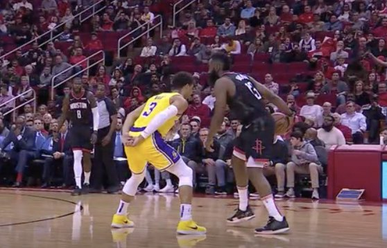 Josh Hart avoiding a foul at all costs 😅