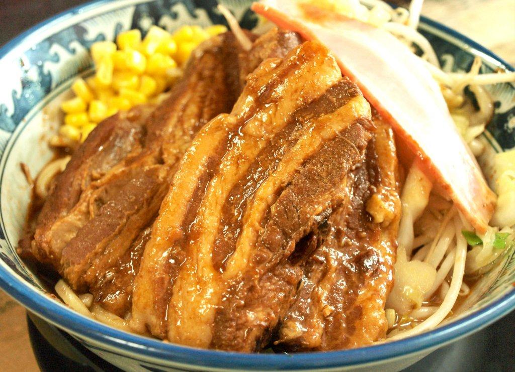 「綾瀬にすっごいラーメンがある」という都市伝説を確かめたことはありますか? 「日本人が好きな味」を徹底研究した店主が破壊力抜群のメニューと共にあなたを待っています。 「牛すじぶっかけ」 「バーベキューポークぶっかけ」 「牛たん特製味噌煮込みぶっかけ」 https://t.co/3MTvHx9Hmi