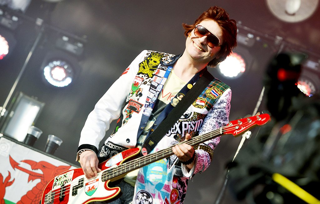 Wishing Nicky Wire of the @Manics a very happy 50th birthday! 🎂
