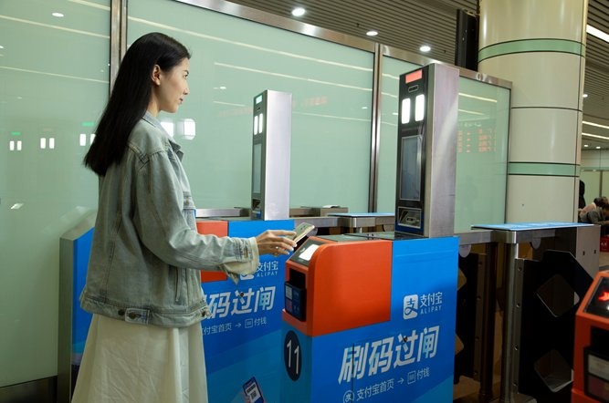Scan the QR code and all aboard! Starting Jan 21, passengers for Guangzhou-Shenzhen railway can use @Alipay to have their faces scanned, then scan the QR code to get on trains, and pay for the train ticket upon arrival. The boarding process will take only 3 seconds.