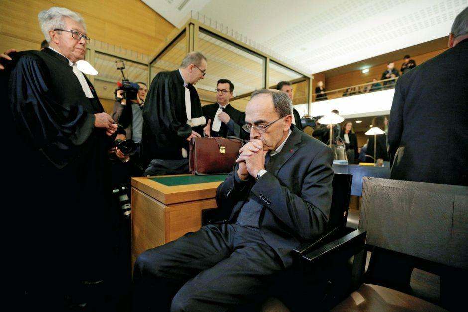 Monseigneur Barbarin face au tribunal des hommes https://www.parismatch.com/Actu/Societe/Monseigneur-Barbarin-face-au-tribunal-des-hommes-1600469#utm_term=Autofeed&utm_medium=Social&xtor=CS2-14&utm_source=Twitter&Echobox=1547968710…