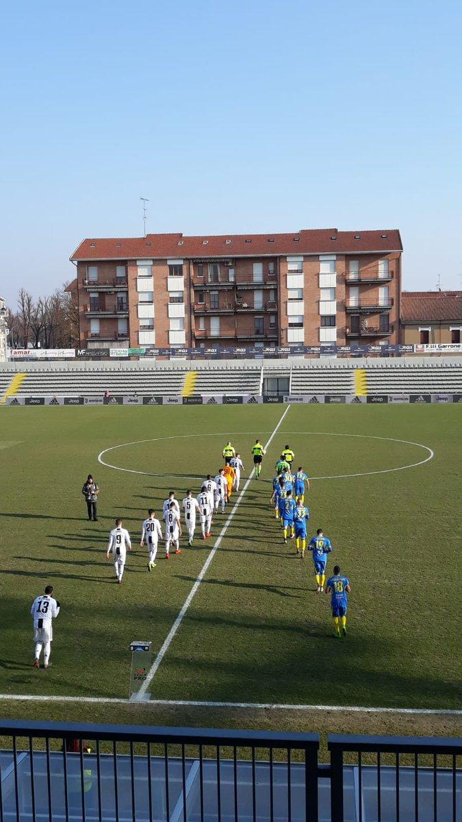 Ci siamo! Inizia #JuveCarrarese! Forza, Bianconeri! ⚪️⚫️  #JuveCarrarese [0-0]  #Under23  #ForzaJuve