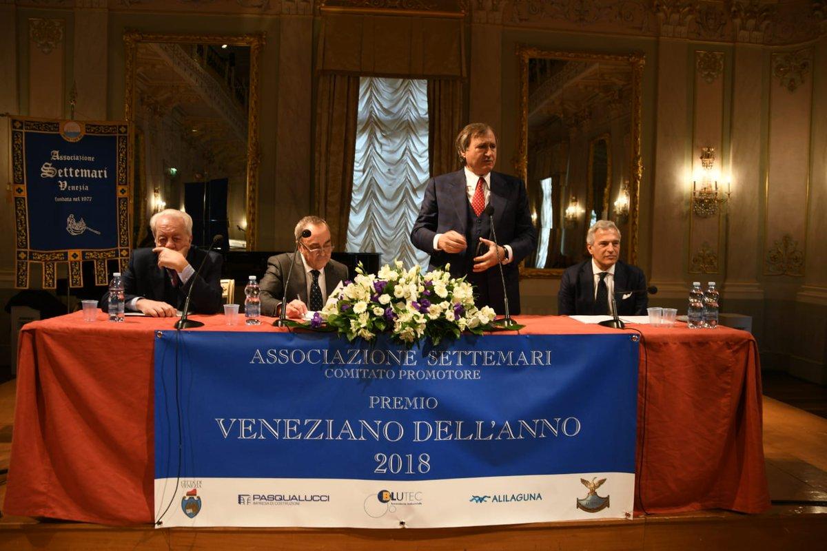Il sindaco Brugnaro alla #Fenice di #Venezia per l...