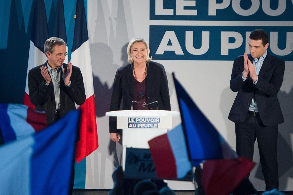 """Selon Marine Le Pen, l'immigration crée des """"zones de non-France"""" https://www.parismatch.com/Actu/Politique/Selon-Marine-Le-Pen-l-immigration-cree-des-zones-de-non-France-1600547#utm_term=Autofeed&utm_medium=Social&xtor=CS2-14&utm_source=Twitter&Echobox=1547978884…"""