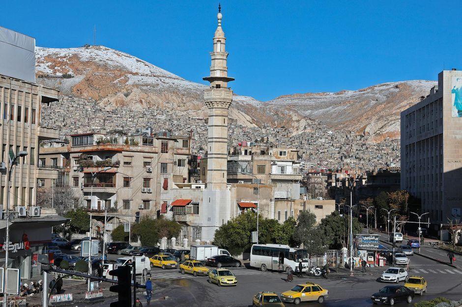 """Syrie : des """"morts et des blessés"""" dans une """"forte explosion"""" à Damas https://www.parismatch.com/Actu/International/Syrie-des-morts-et-des-blesses-dans-une-forte-explosion-a-Damas-1600549#utm_term=Autofeed&utm_medium=Social&xtor=CS2-14&utm_source=Twitter&Echobox=1547981179…"""