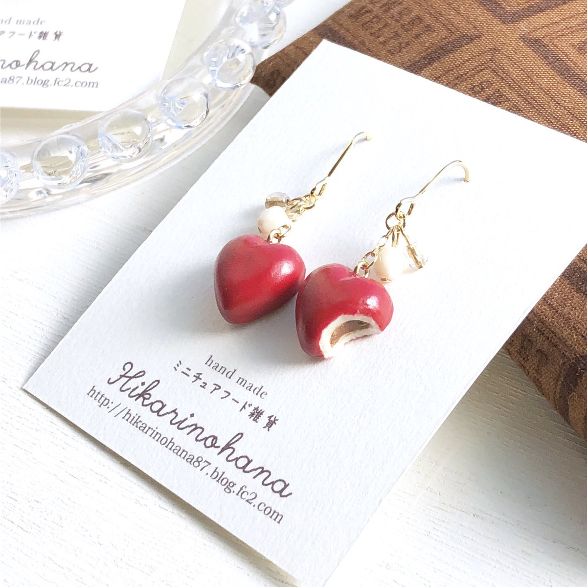 test ツイッターメディア - Miniature chocolate earrings. 🍫❤️🍫❤️  バレンタインに向け 今年もハートのチョコレートを作ったよ。  100円ショップのチョコハンカチも一緒に。可愛くて #キャンドゥ で大人買いです。笑 これからの時期、お菓子雑貨も増えてワクワクするね。  #ミニチュア #ハンドメイドピアス #スイーツ柄 https://t.co/5Mj17VUNud