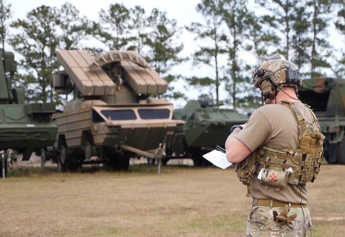 الولايات المتحده تتدرب بالاستعانه بمنظومات دفاع جوي روسيه  DxWii5zWsAAXEvU