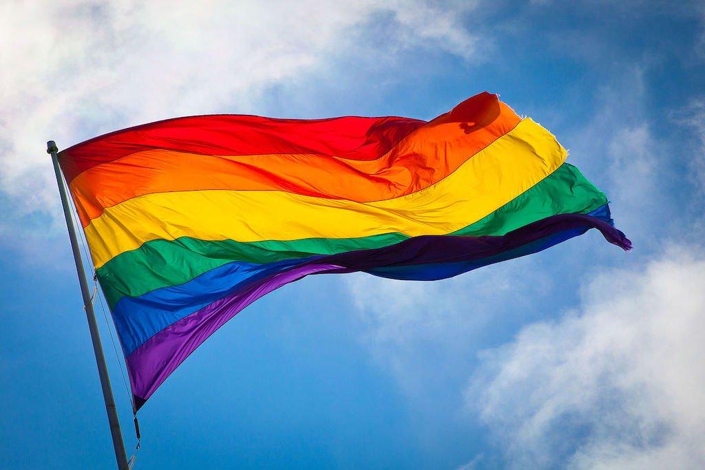 test Twitter Media - Geen ban op regenboog vlag, ITU herbekijkt nieuwe regel #Triathlon https://t.co/l4H16V3kbD https://t.co/eaNa6FH6GS