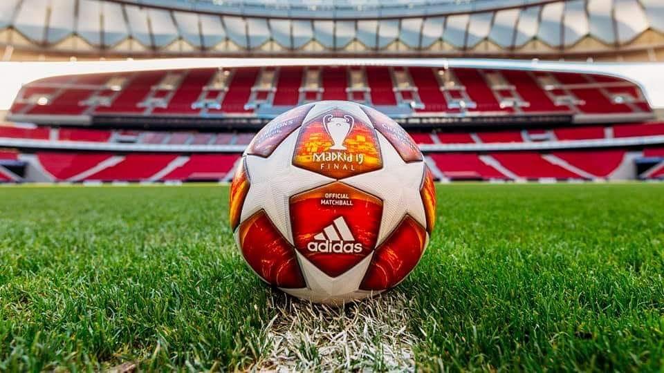 OFICIAL: Este será el balón con el que se jugarán las eliminatorias de Uefa Champions League este año. ⚽️😍 ¿Os gusta?  #UCL @Nissan_ESP