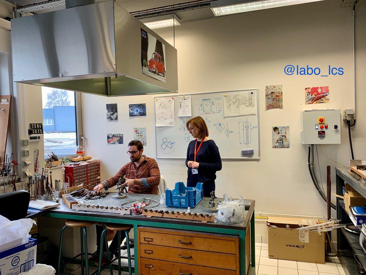 Préparation d'un futur #facebooklive du @CNRS au @labo_lcs avec notre verrier Hadrien #CRISMAT #tournage #film #RealTimeChem #ChemTwitter