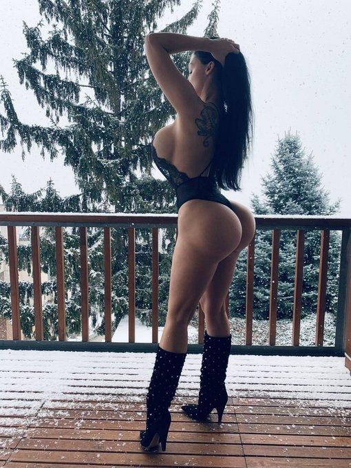 2 pic. Ice Queen https://t.co/VTxGhdJsME