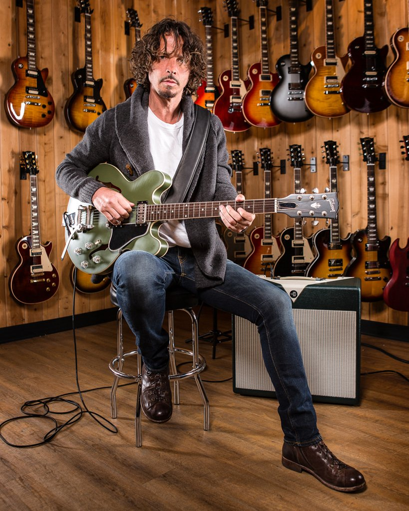 .@gibsonguitar has officially announced the release of the @chriscornell ES-335 Tribute in Olive Drab Green - stay tuned to find out when you can get your hands one one at a Guitar Center near you: https://t.co/jJVmWLSyhp