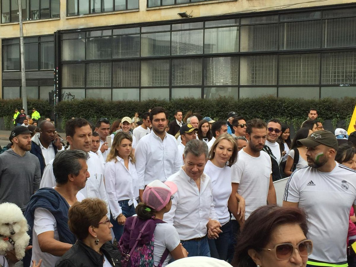 La Familia Santos se une a la marcha contra el terrorismo  #NoAlTerrorismo  https://t.co/qhoLCncwsZ
