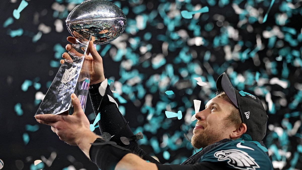 "Happy birthday to @Eagles quarterback and Super Bowl hero Nick Foles! ""St. Nick"" turn 30 today! #FlyEaglesFly"