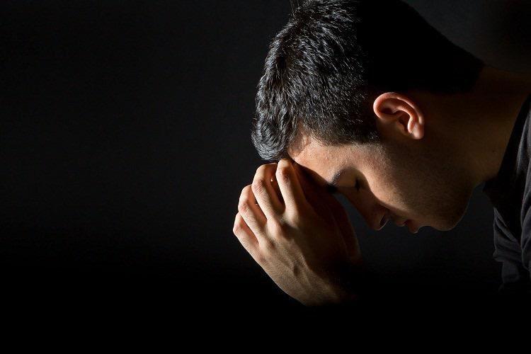 أتعبته ذنوبه، فسأل عالماً :  هل يقبلني ربي على عظم جُرمي ؟ فأجابه العالم : ويحك !  إنه يدعو المدبرين ..  أفلا يتوب على المُقبلين !