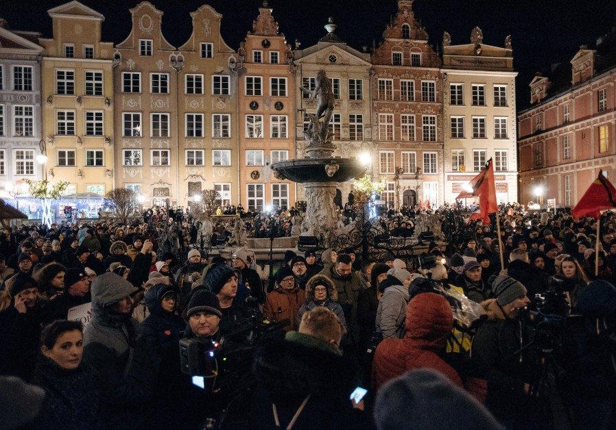 In a divided Poland, a united Gdansk mourns slain mayor https://t.co/HOLSqo1ced @jpostjewish
