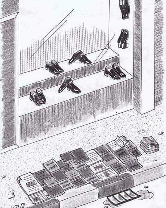 تباع الأحذية خلف الزجاج  في محلات مكيفة  بينما تباع الكتب على الأرصفة  محملة بالأغبرة والأتربة ..  عندما نستبدل العقول بالأرجل.