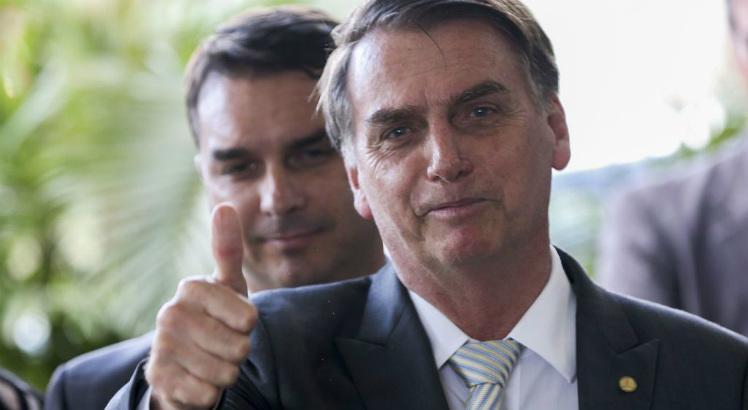 Falta de explicação 'plausível' de Flávio Bolsonaro incomoda militares e equipe de Moro