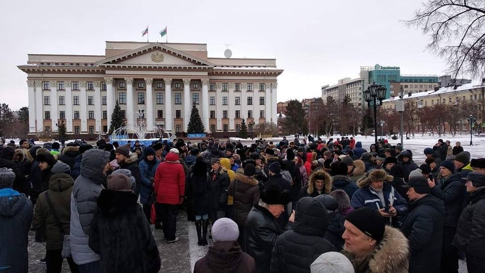 In #Tyumen, #Barnaul, #Novgorod & #Belgorod in #Russia today there were #protests of several hundred protesters each against local grievances. Many Russians are dissatisfied with poor economic & social policies & deteriorating living conditions:  https://newdaynews.ru/tumen/653594.html…pic.twitter.com/Util8o3BWy