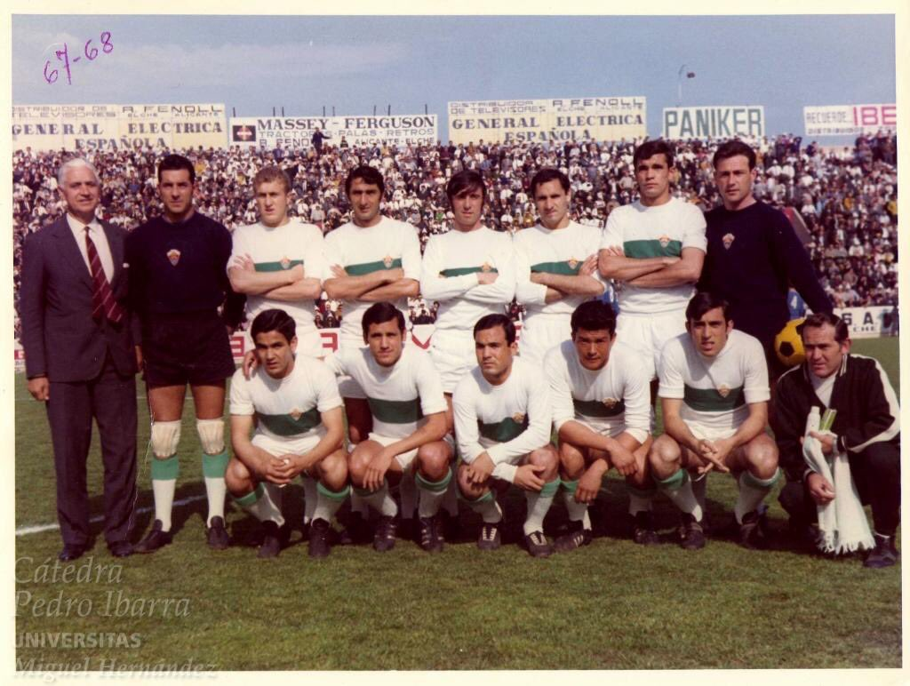 FOTOS HISTORICAS O CHULAS  DE FUTBOL - Página 5 DxYo4FCWwAA8Z_9