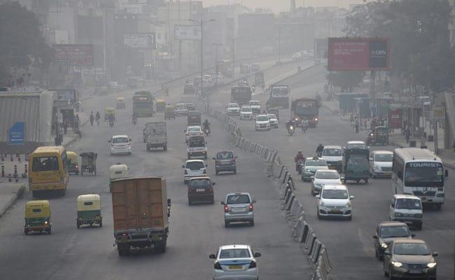 Air quality in Delhi fluctuating between 'very poor', 'severe' categories https://t.co/UUBnNLT3Ue
