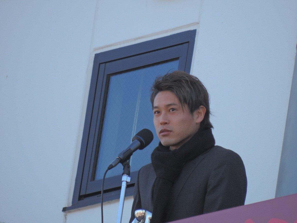 RT @kashimaken1993: 2019,1.19優勝報告会❗ キャプテン篤人。選手会長健斗。元キャプテン満男❗ https://t.co/cC5YuWv1Mk