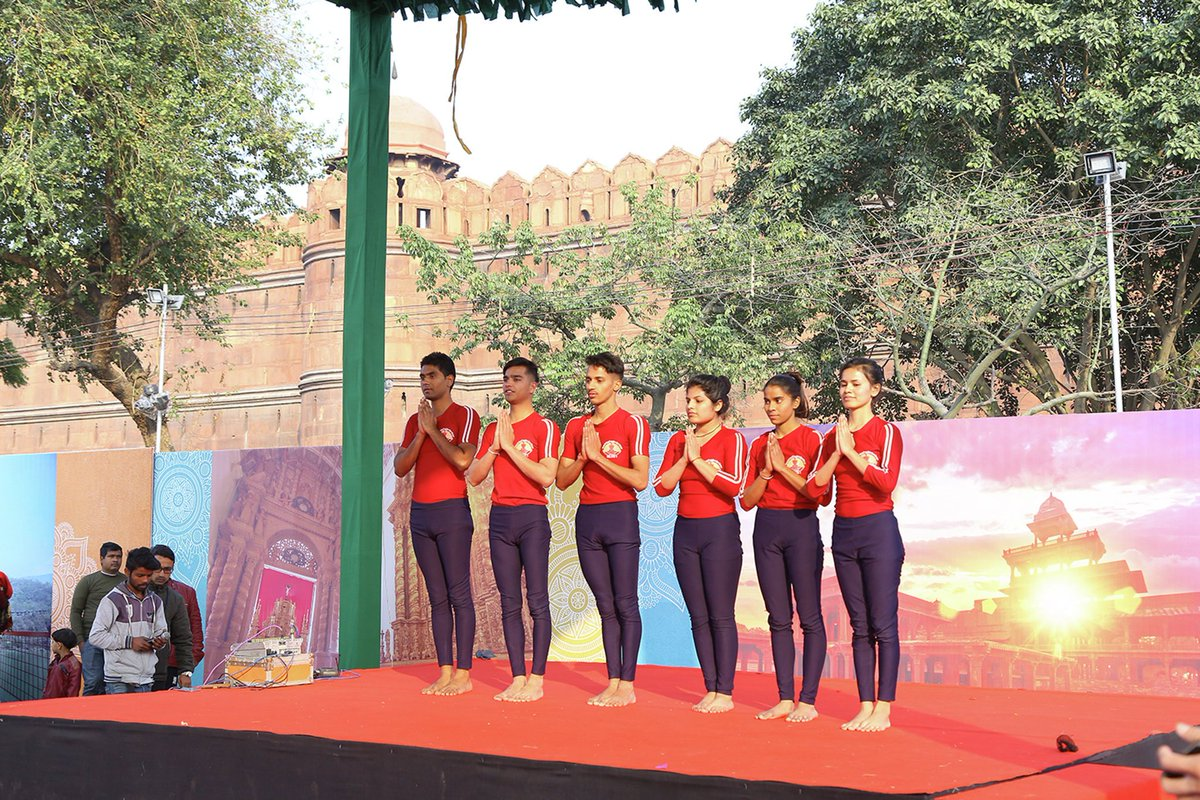 Stunning Yoga demonstration by the students of Morarji Desai National Institute of Yoga #NewDelhi #IncredibleIndia #BharatParv #RepublicDay2019