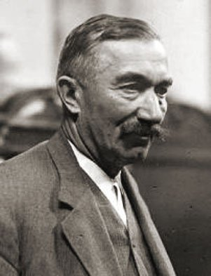 """Wincenty Witos walnie przyczynił się do odzyskania niepodległości i zwycięstwa w roku 1920. W tych ważnych dla Polski momentach Witos szczególnie ujawniał swoją odwagę, mądrość i patriotyzm. Jego słowa - """"nie ma sprawy ważniejszej niż Polska"""" - są dla mnie ogromnym zobowiązaniem."""