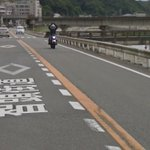 Googleストリートビュー撮影車を見つけ、嬉しそうなバイク乗りの男性w