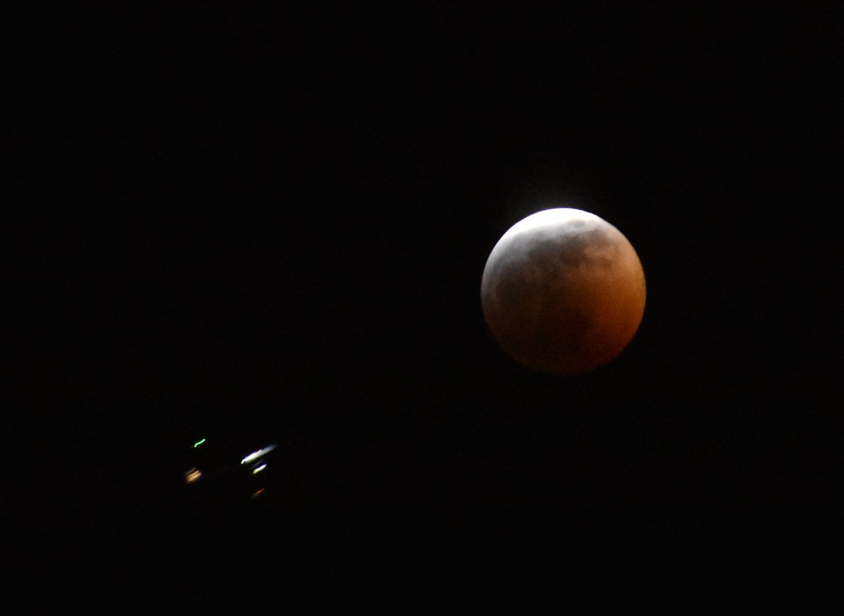 And there it is ... the #SuperBloodWolfMoon lunar eclipse over Seattle ... with a UFO, er, plane flying past at 1/60 sec exposure.