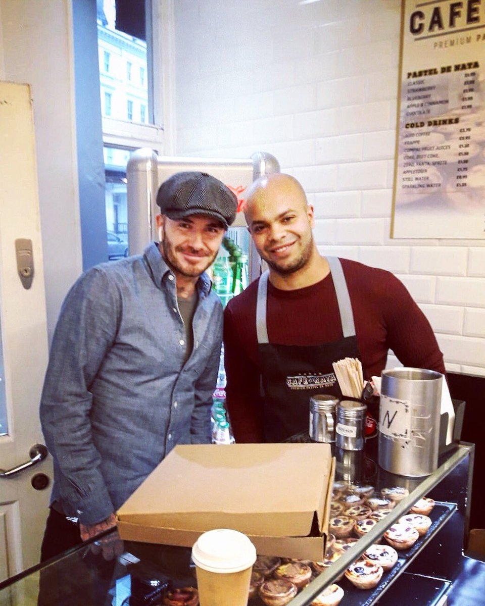 The legend is back! And as always he is willing to take a 📸 with our team! We hope the box of Natas made the family happy! #davidbeckham #football #england #southkensington #soho #hammersmith #pasteisdenata #nomnom #yum #cafedenata #london #victoriabeckham @victoriabeckham
