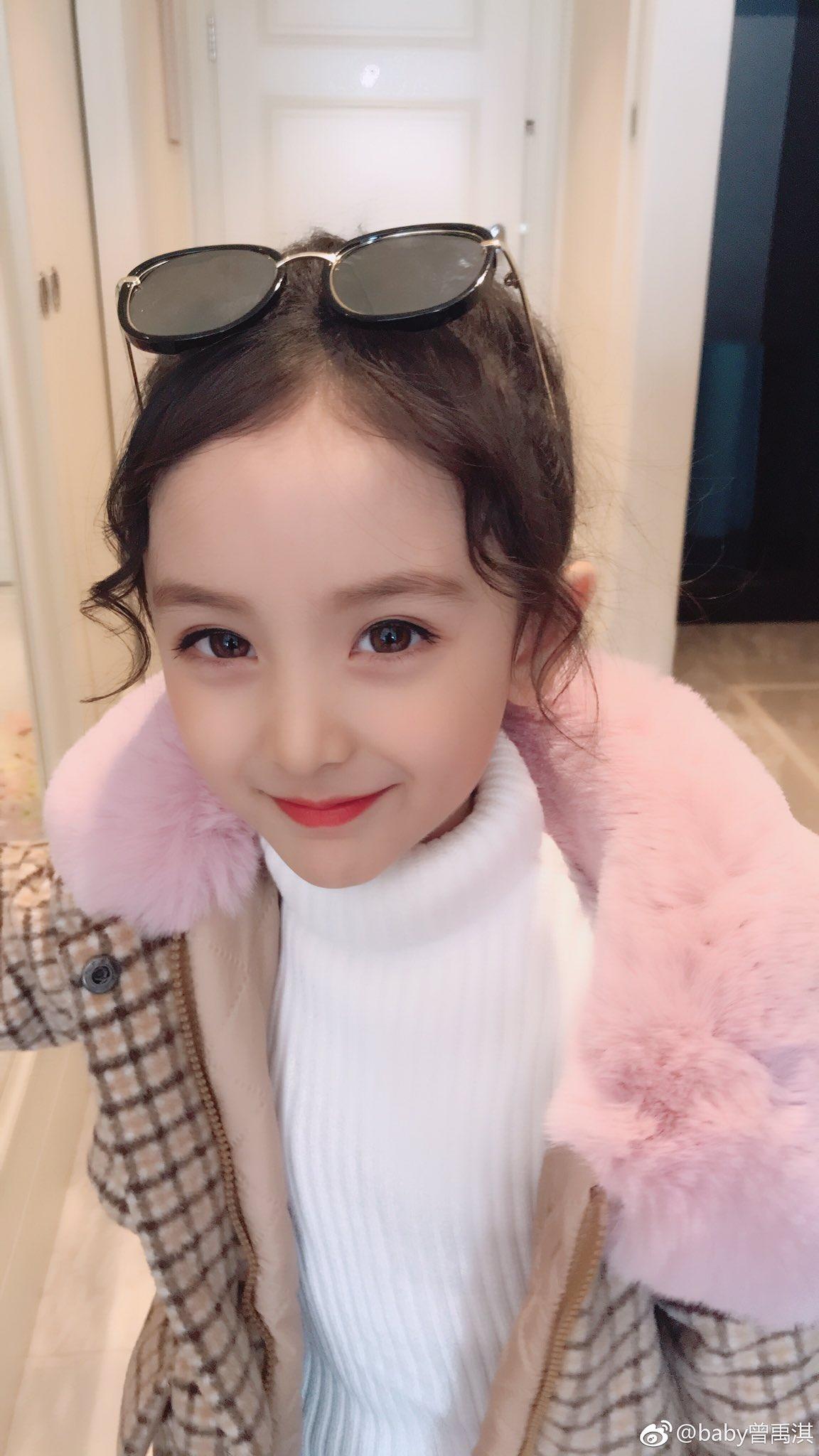 とてもタイプな中国の子役を見つけてしまった…曾禹淇ちゃん(通称 キキちゃん)  こんなにも目が大きくて瞳の色が茶色だけど、純中国人だって!! まだ5歳らしいけど大人顔負けの美貌…将来有望すぎません??
