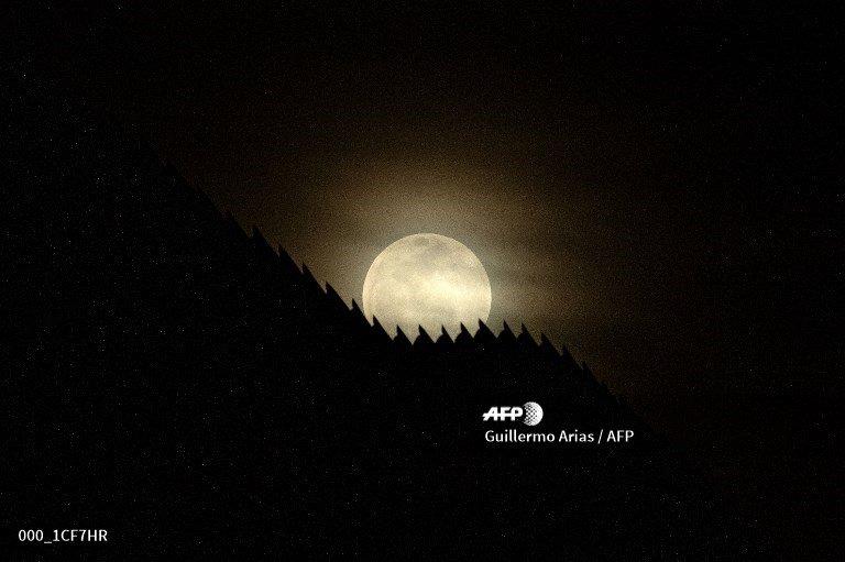Total lunar eclipse set to woo skywatchers Sunday night to Monday #AFP  http://u.afp.com/JZe9  #EclipseLunar #EclipseLunar2019