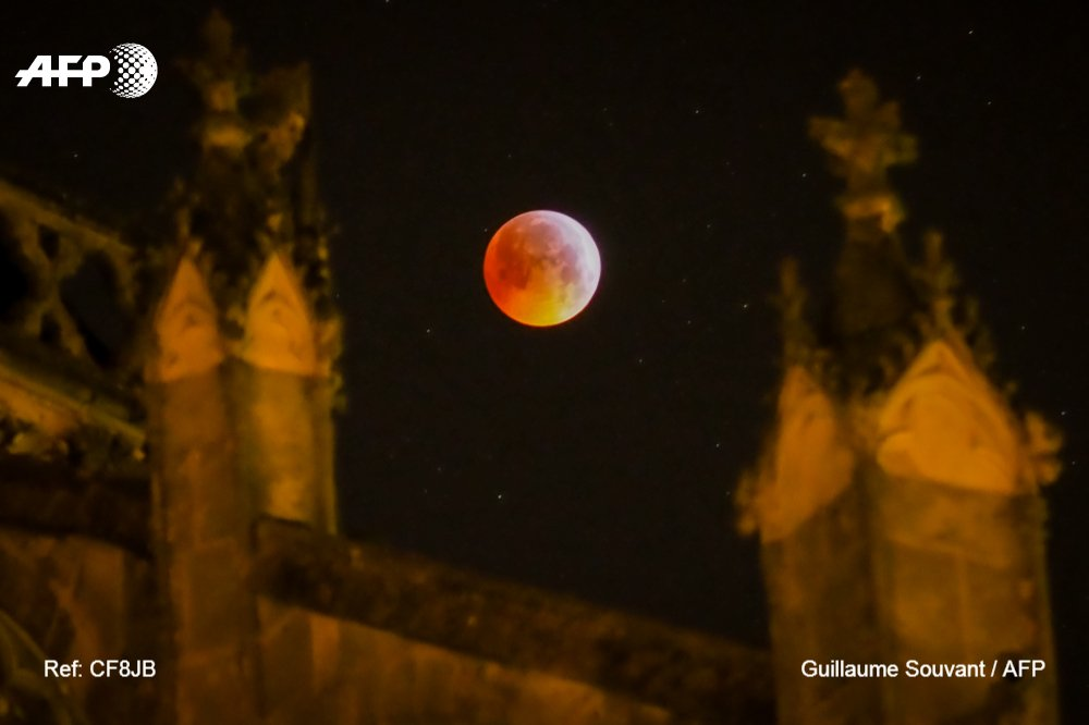 Super Blood Wolf Moon above Tour's cathedral last night  @AFPphoto by @gsouvant