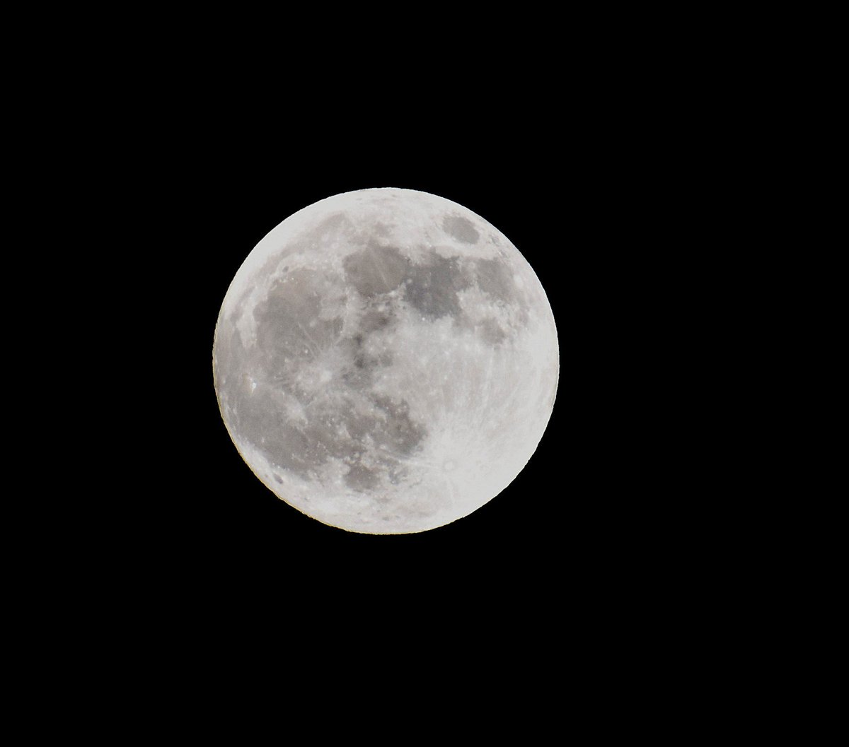 test Twitter Media - Beautiful images of the #fullmoon and #eclipse over the weekend, taken by @petertgallagher. Did anyone else manage to catch a glimpse? #DIASdiscovers https://t.co/r2hM92L7um