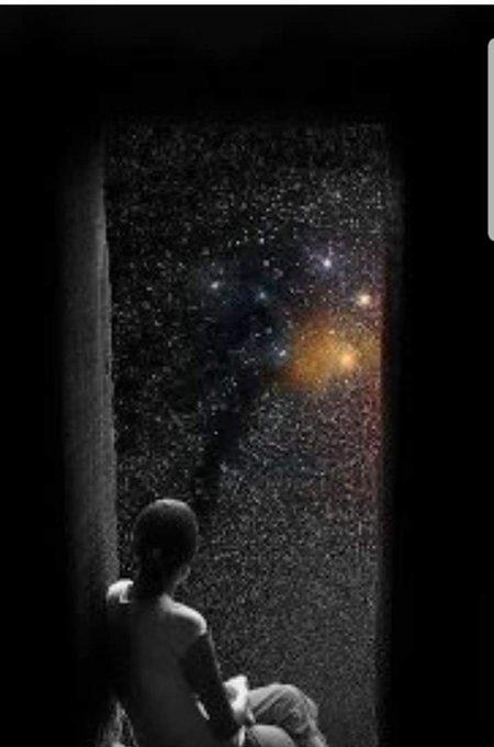 La Bellezza è una forma del Genio, anzi è più alta del Genio perché non necessita di spiegazioni. Essa è uno dei grandi fatti del mondo come la luce solare,la primavera,il riflesso nell'acqua scura di quella conchiglia d'argento che chiamiamo luna. Oscar Wilde #lunedìletterario Foto