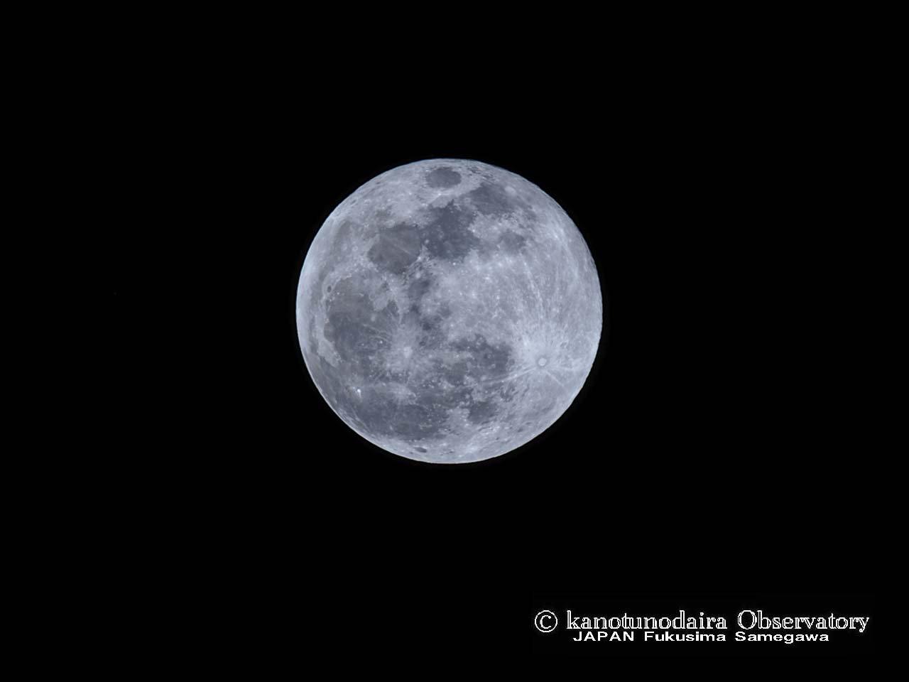 センタームーンと月面図。