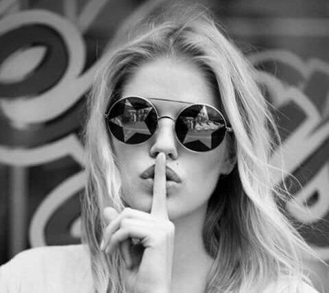 """« Tre cose occorrono per essere felici: essere imbecilli, essere egoisti e avere una buona salute; ma se vi manca la prima, tutto è perduto. » G. Flaubert """"Corrispondenza"""" #LunediLetterario a #CasaLettori Foto"""