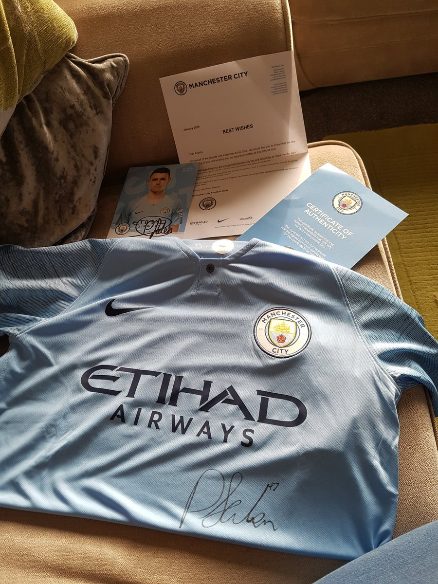 @PhilFoden ..Phil, just received the letter and signed top. Lovely surprise :)  I've a tough few days ahead at @TheChristieNHS but I'll fly through it now - thanks very much #stockportsiniesta x