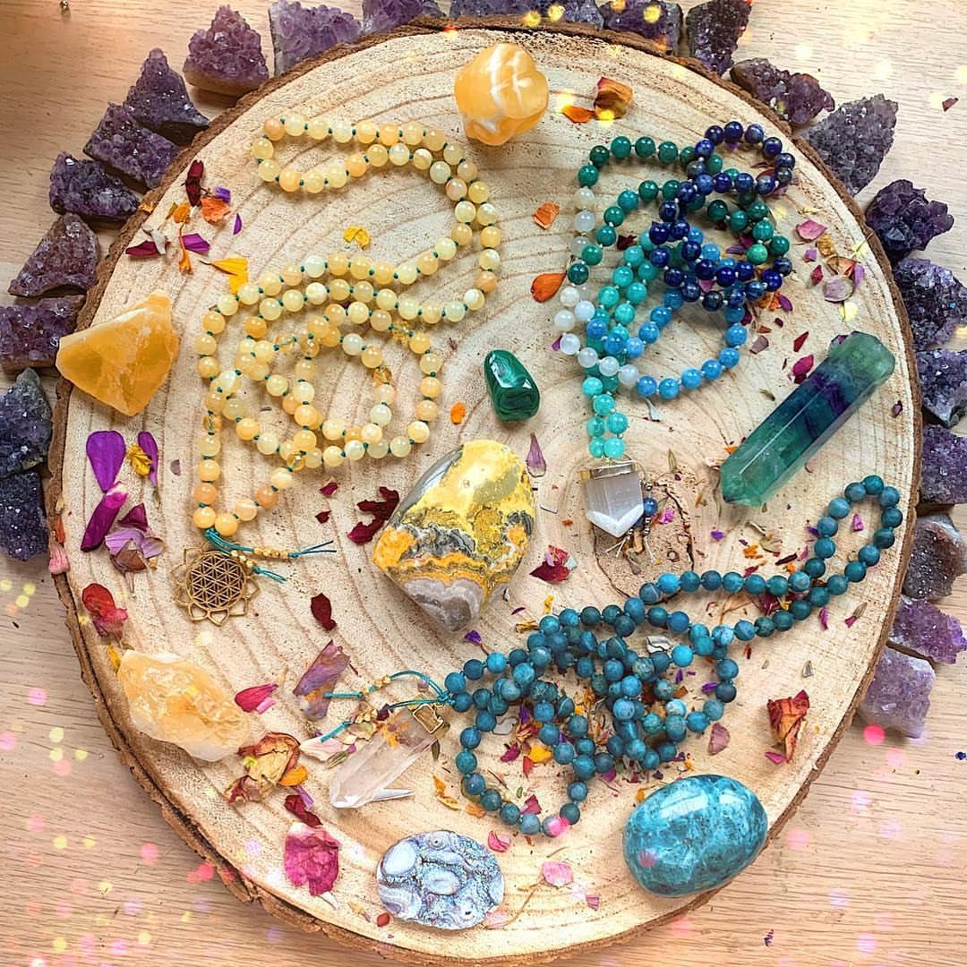 Repost from: @heyplantladystudio  #beadedjewelryofinstagram#abeadedlife#makersgonnamake#jewelrygram#jewelrydesigner#bohojewelry#bohochicjewelry#beadedjewelry#jewelryaddict#rusticjewelry#handmadejewelry#bohemian#bohemianjewelry #malanecklaces #gemstones #gemstonejewelry #crystalpic.twitter.com/sRQUNTUPwk