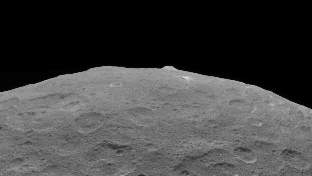 扇型の尾をもつ彗星、宇宙に現れた「バットシグナル」、宇宙飛行士が見た虹➡https://t.co/H7ZaKkrpSu︎