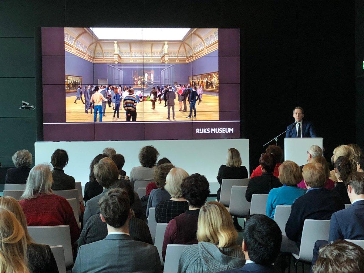 #ConnectWithCulture Lunchlezing op @minBZ over #Rembrandt als innovator in de 17e eeuw. Hoe kan het verhaal van deze internationaal icoon van Nederland onze inzet in het buitenland versterken? Met dank aan spreker Pieter Roelofs @Rijksmuseum. #Rembrandt2019 #culturelediplomatie