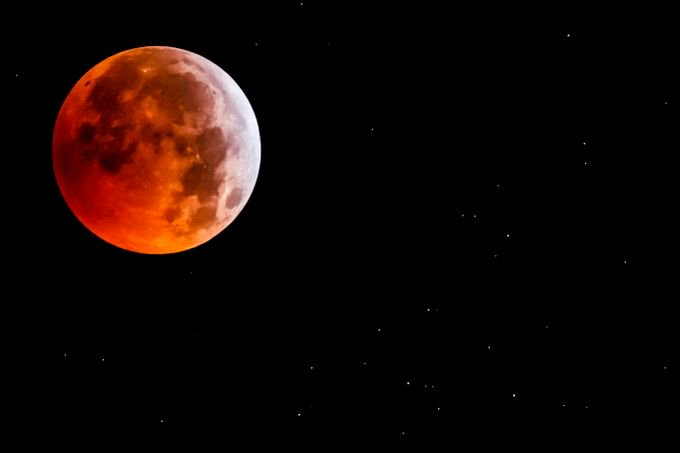 Photo gallery:  Stunning images of the super blood wolf moon https://t.co/ZoMstyOQqI #Supermoon #BloodMoon #SuperBloodWolfMoon #LunarEclipse #Wolfmoon #Eclipse