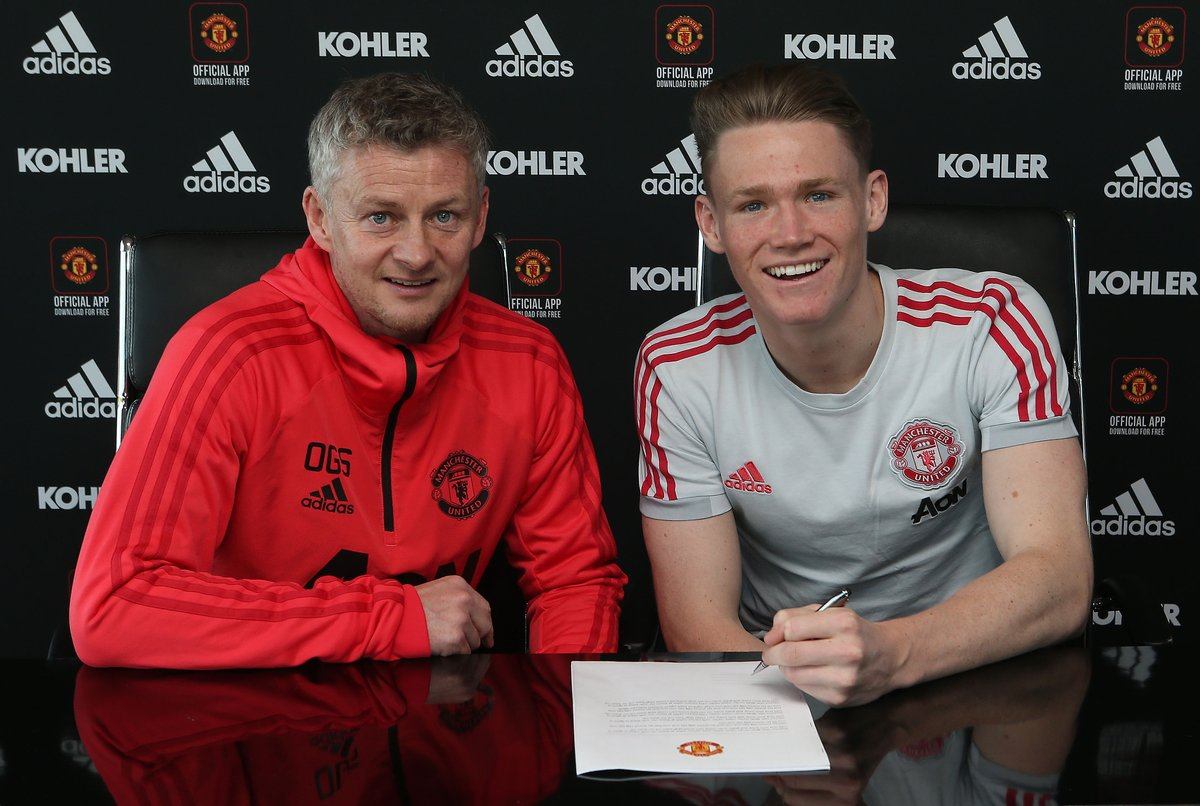 MEN'S TEAM: Big congratulations to @mctominay10 - the latest to put pen to paper on a new contract at @ManUtd!  The central midfielder continuing the Devils' proud academy heritage will remain a United player until June 2023, with a year's extension option! #MUFC #ILOVEUNITED_PU