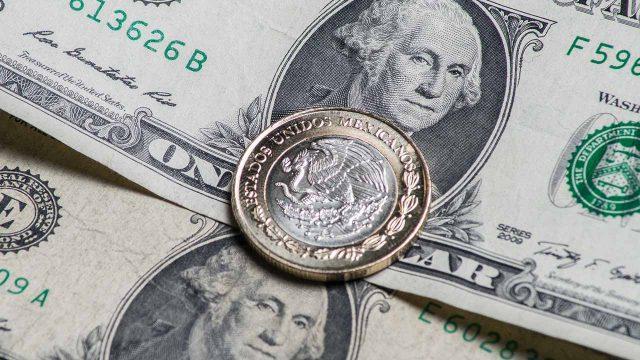 La bolsa mexicana de valores registra otra caída del peso frente al dólar. Fotografía: La otra opinión. https://t.co/yVRW6eaqWQ